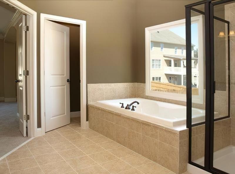 Двері у ванну кімнату 15