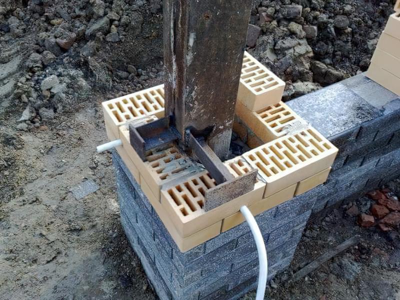Арматурна сітка зв'яже цеглу з бетоном