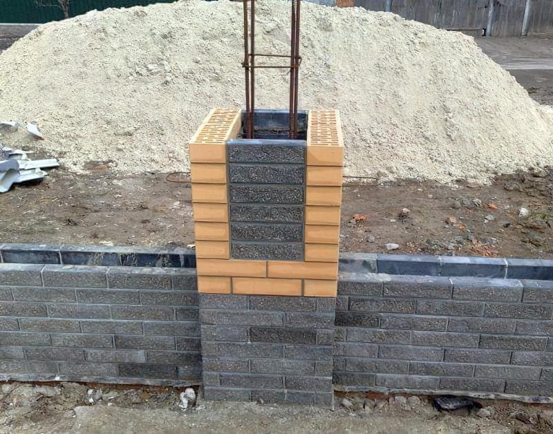 Арматурна сітка зв'яже цеглу з бетоном 1