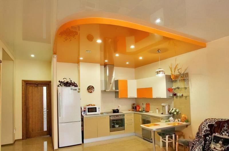 Кухня - стелі, що розширюють простір