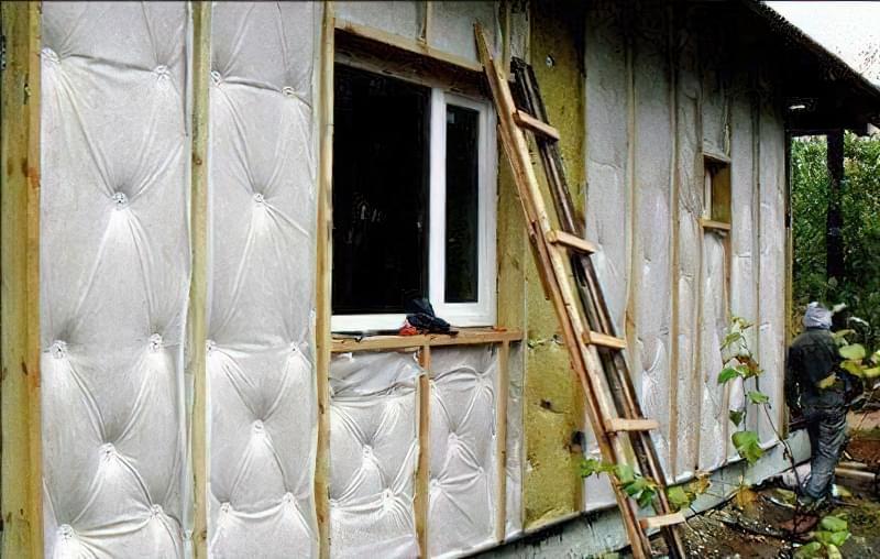 Як утеплити будинок зовні