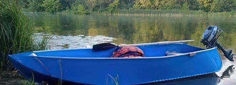 човен з мотором