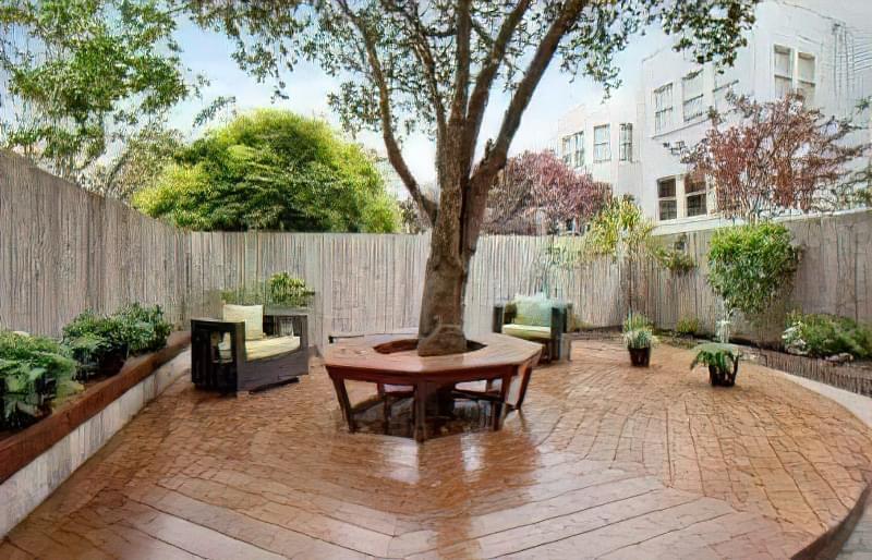 Ідеї облаштування навколо дерева: клумба, лава, стіл і навіть альтанка! 19