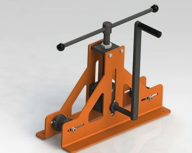Механічний прокатний вигинач для профілю (гвинт створює тиск на профіль, протягання виконується за допомогою центрального вала і рукоятки)