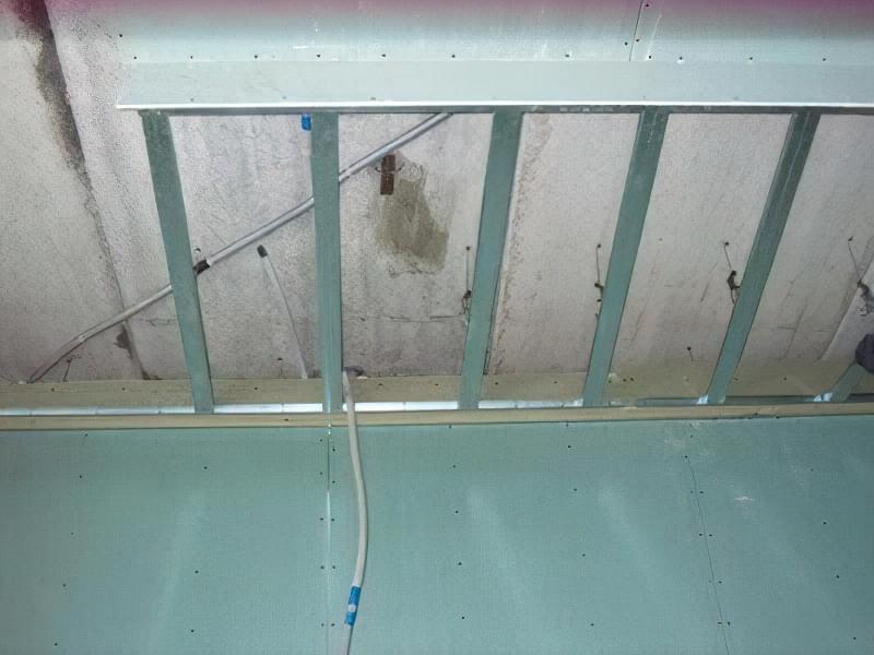 Монтуємо каркас на стелі