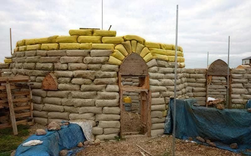Будинки з мішків з землею і піском - Екотехнологія Earthbag354675