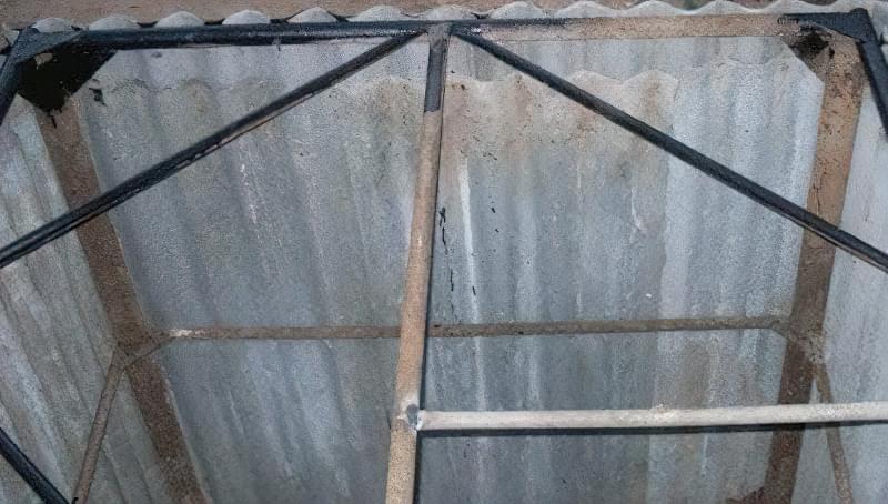 Льох з шиферу на металлокаркасі - простий і недорогий варіант