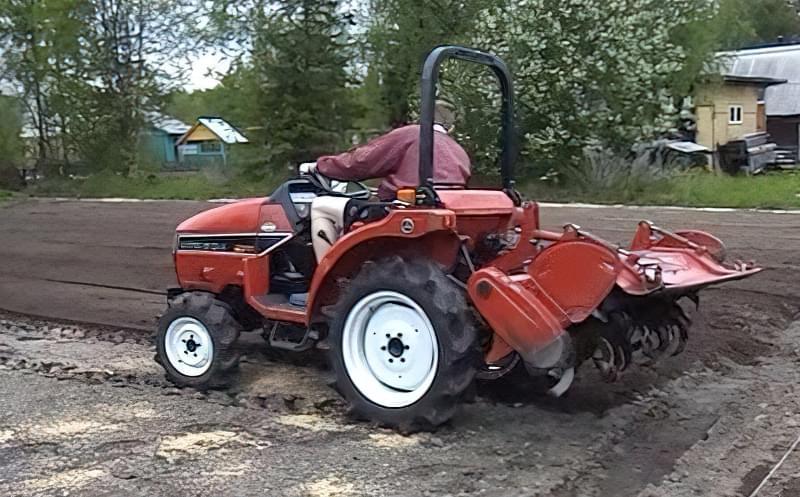 Садовий трактор для дачі та городу