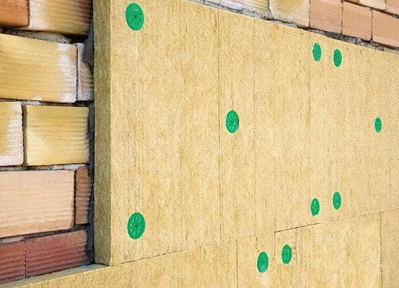 Облицювання фасаду жорсткою мінватною плитою