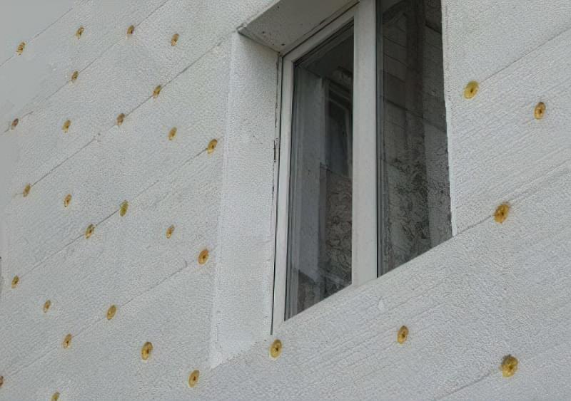 Утеплення фасаду пінопластом - тепло зберігає, звук не поглинає