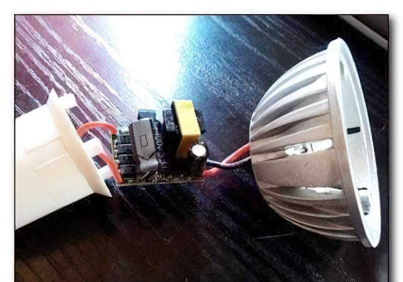 Світлодіодна лампа з економки 37
