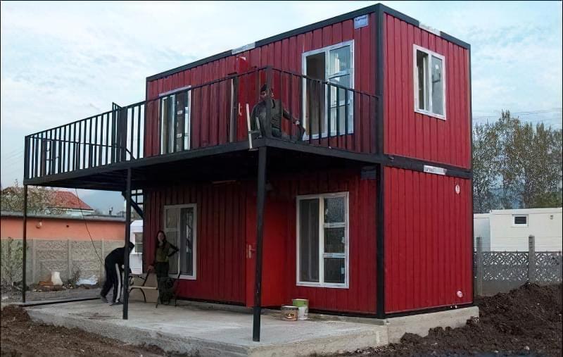будинок з контейнерів