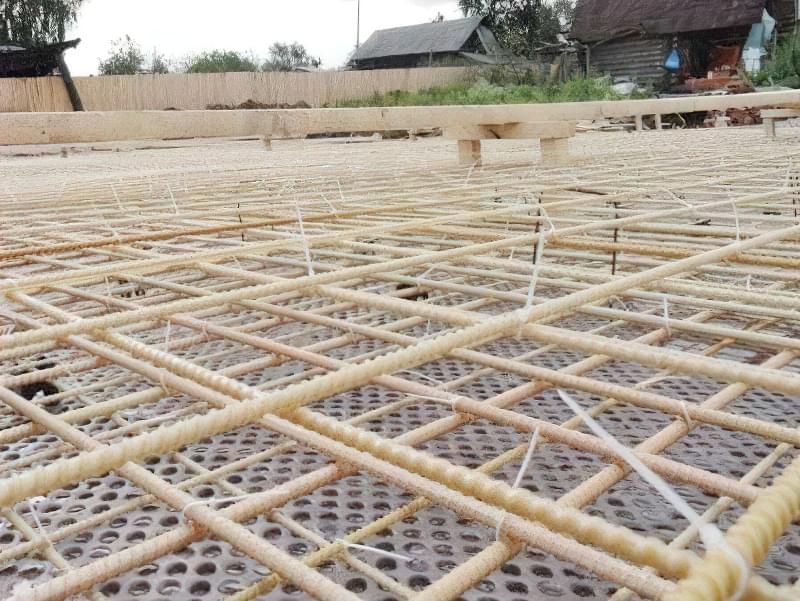 В'язка пластиковими хомутами або сталевим дротом – єдиний можливий метод складання каркаса