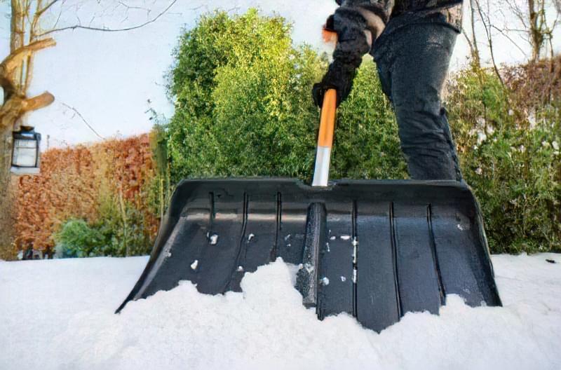 Лопата для збирання снігу: вибираємо і купуємо або робимо своїми руками 49