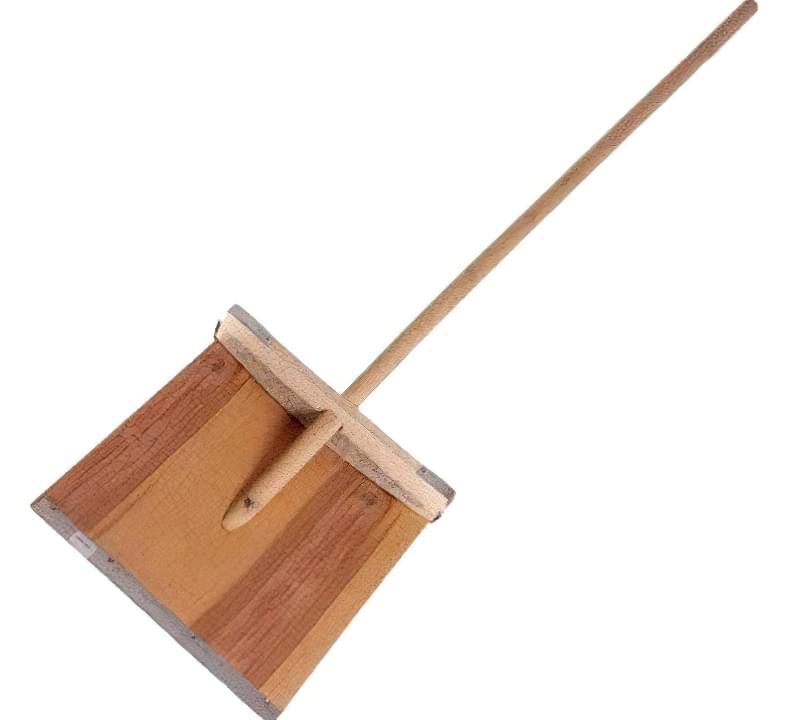 Класична дерев'яна лопата