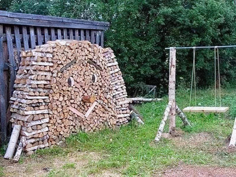 Трохи фантазії і купа дров перетворюється в забавного лісовичка