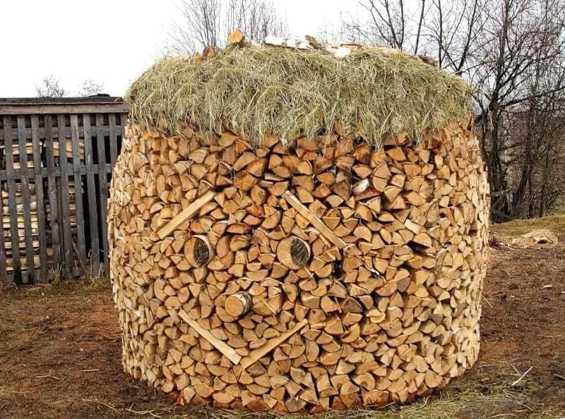 Ожилі дрова посміхаються своєму господареві