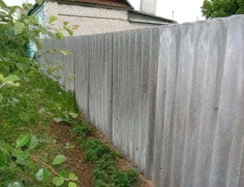 Як зробити паркан з шиферу своїми руками: варіанти та особливості установки 14