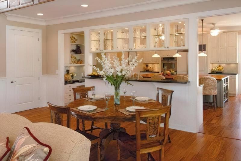 Інтер'єр і планування кухні-вітальні в приватному будинку: популярні дизайнерські рішення 16