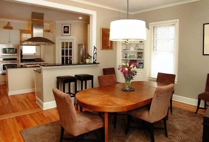 Інтер'єр і планування кухні-вітальні в приватному будинку: популярні дизайнерські рішення 20