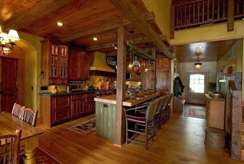Інтер'єр і планування кухні-вітальні в приватному будинку: популярні дизайнерські рішення 23