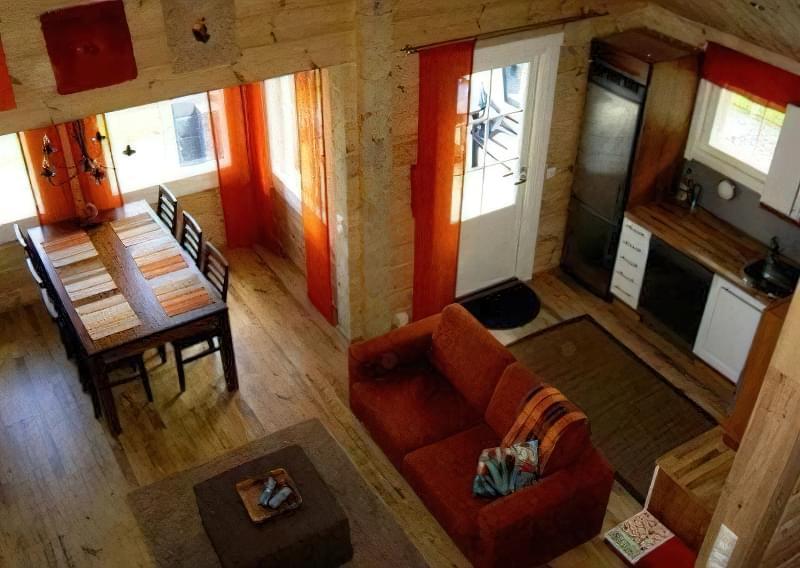 Інтер'єр і планування кухні-вітальні в приватному будинку: популярні дизайнерські рішення 25