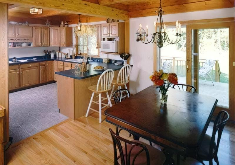 Інтер'єр і планування кухні-вітальні в приватному будинку: популярні дизайнерські рішення 3