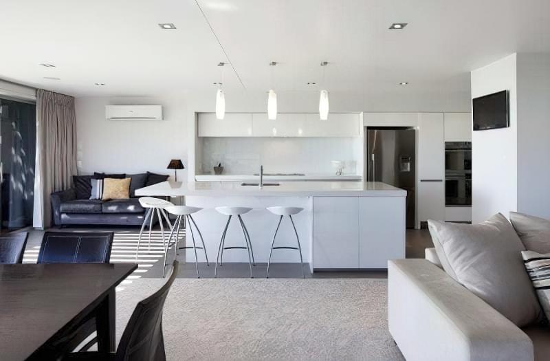 Інтер'єр і планування кухні-вітальні в приватному будинку: популярні дизайнерські рішення 5