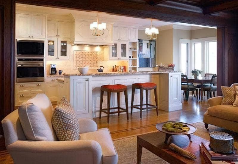 Інтер'єр і планування кухні-вітальні в приватному будинку: популярні дизайнерські рішення 6