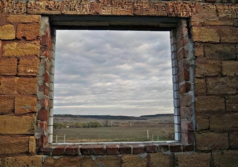 Вид віконного отвору з приміщення