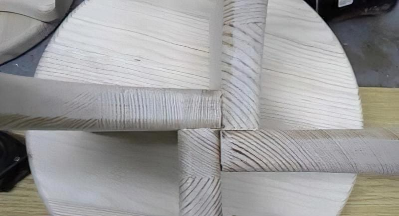 Як зробити табуретку з дерева: ідеї та приклад самостійної збірки 25
