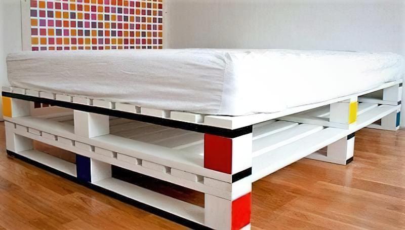 Бюджетне ліжко — ліжко з піддонів своїми руками: ідеї і майстер-клас 11