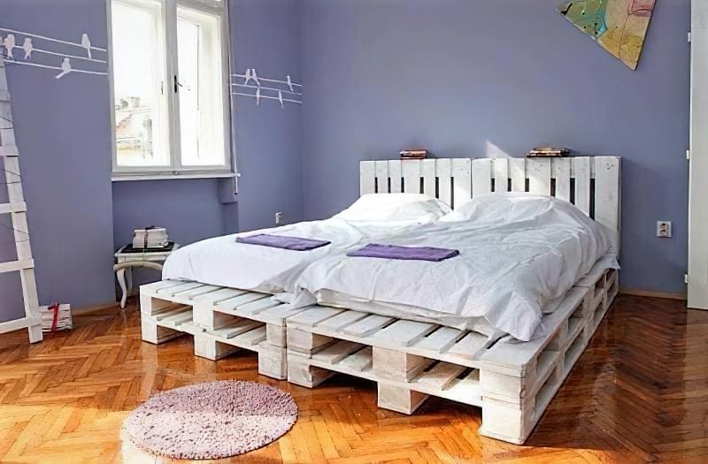 Бюджетне ліжко — ліжко з піддонів своїми руками: ідеї і майстер-клас 12