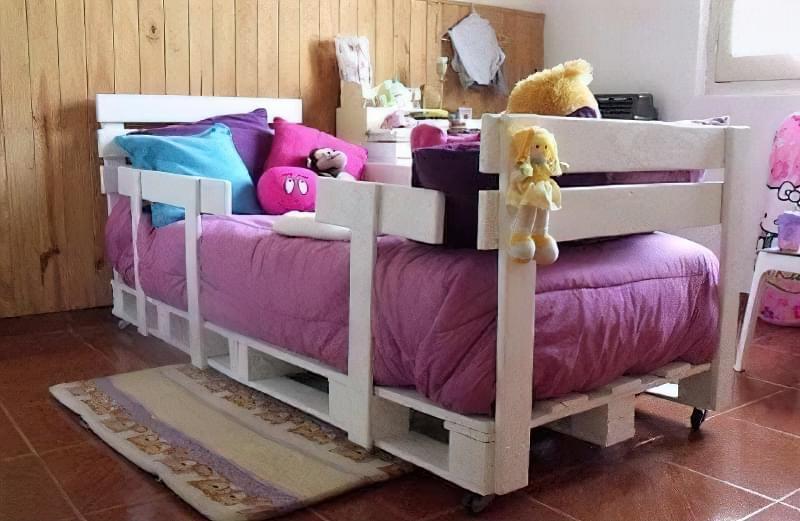 Бюджетне ліжко — ліжко з піддонів своїми руками: ідеї і майстер-клас 17