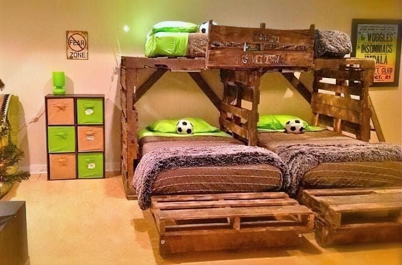 Бюджетне ліжко — ліжко з піддонів своїми руками: ідеї і майстер-клас 19