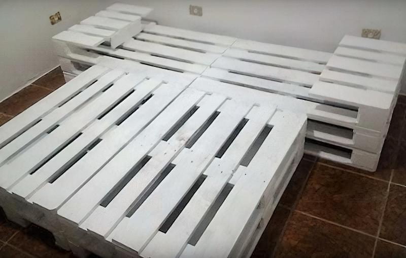 Бюджетне ліжко — ліжко з піддонів своїми руками: ідеї і майстер-клас 25