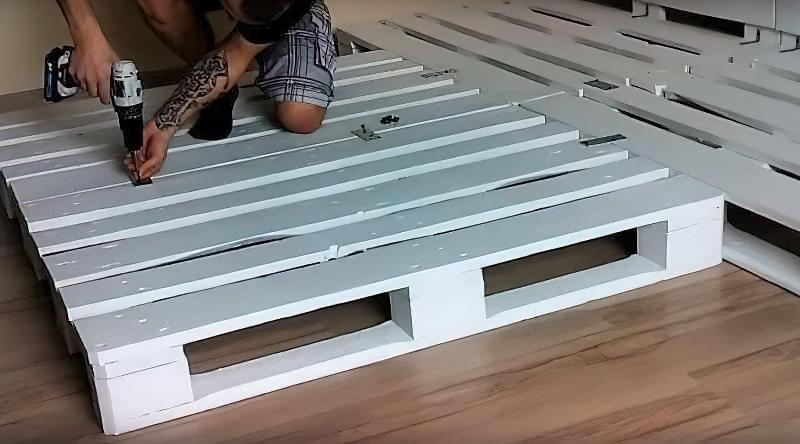 Бюджетне ліжко — ліжко з піддонів своїми руками: ідеї і майстер-клас 4