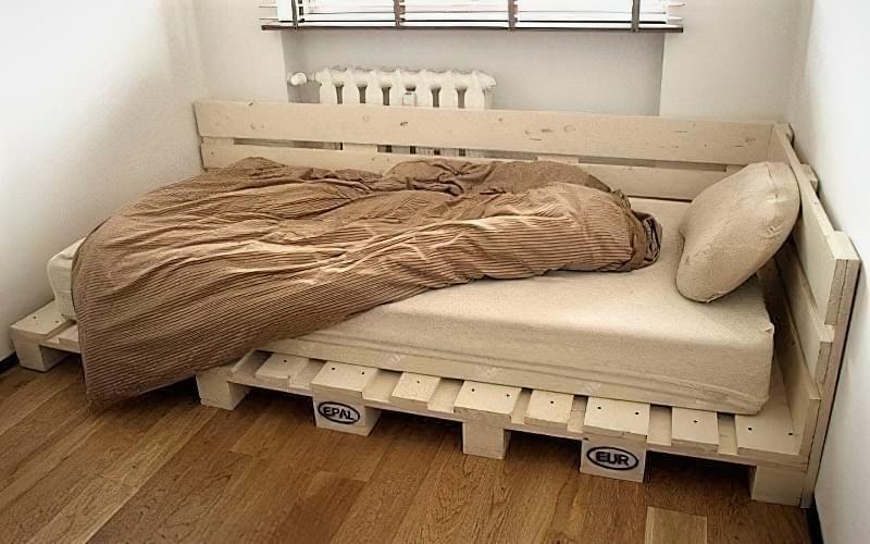 Бюджетне ліжко — ліжко з піддонів своїми руками: ідеї і майстер-клас 8