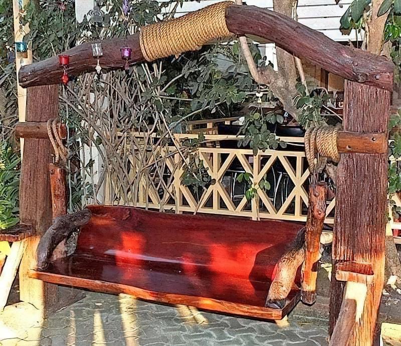 Як зробити садові качелі з дерева: ідеї для натхнення і інструкції по виготовленню 2