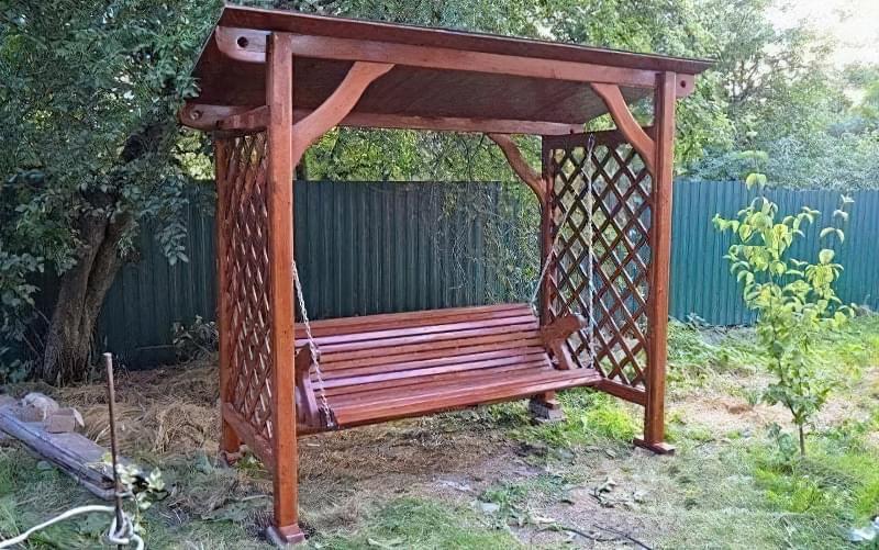 Як зробити садові качелі з дерева: ідеї для натхнення і інструкції по виготовленню 14