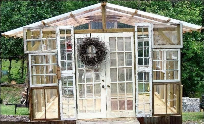 Як зробити альтанку з віконних рам 6