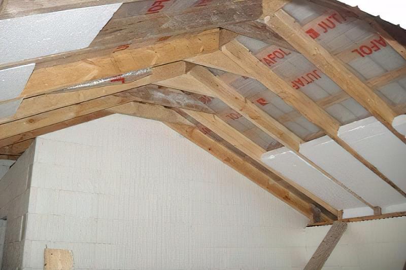Як правильно утеплити дах будинку зсередини 5