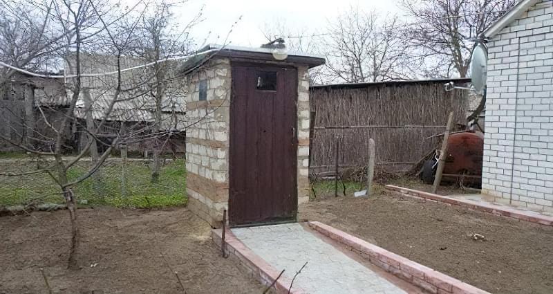 Робимо вуличний туалет на дачі: варіанти і приклад поетапного будівництва 11