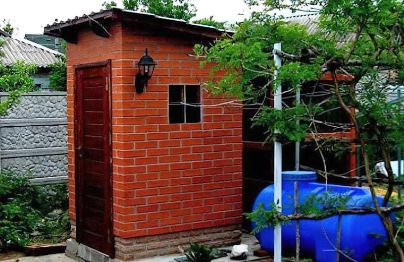 Робимо вуличний туалет на дачі: варіанти і приклад поетапного будівництва 10