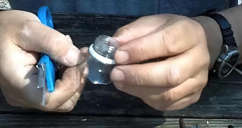 Як швидко і просто зробити годівницю для птахів з пластикової пляшки? 12