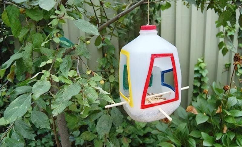 Як швидко і просто зробити годівницю для птахів з пластикової пляшки? 8