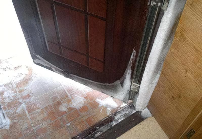 Утеплення металевих дверей 1