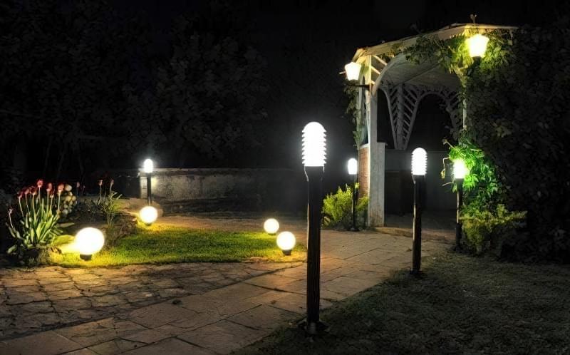Види вуличних світильників для заміського будинку і особливості їх вибору 3