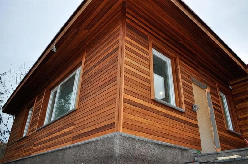 Чим краще обшити дерев'яний будинок зовні – вибір і особливості застосування матеріалів 3