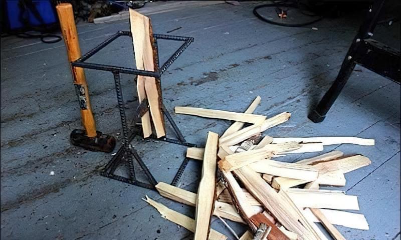 Простий колун для дров своїми руками з арматури 11